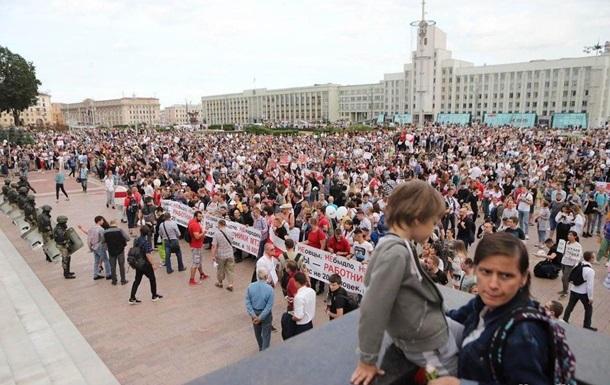 У центр Мінська прибули тисячі протестувальників