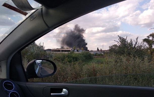У районі Одеського НПЗ виникла велика пожежа
