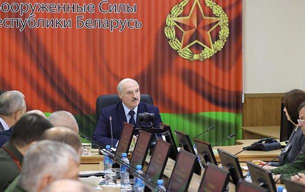 Лукашенко на зустрічі з військовими: Країну не віддамо