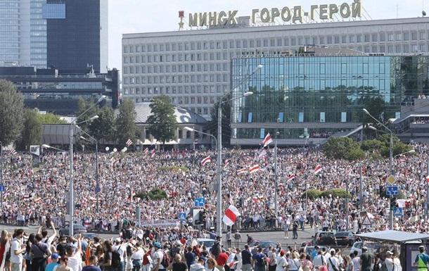 На митинг в Минске вышли десятки тысяч людей