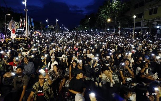 У Таїланді пройшла акція протесту: вимагають відставки уряду