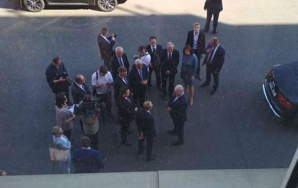 Лукашенко о бастующих: Работать не заставляем