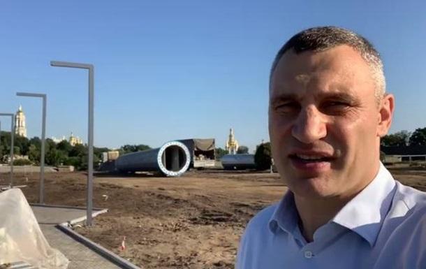 Кличко показал, как устанавливают самый большой флаг Украины