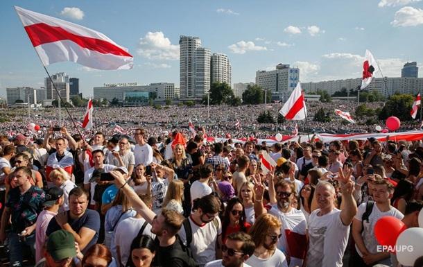 Марш века и ответ Батьки. Чем живет Беларусь