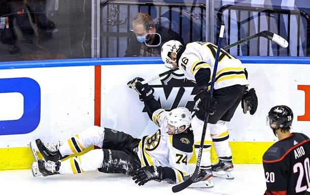 НХЛ: Бостон обыграл Каролину, Тампа-Бэй сильнее Коламбуса