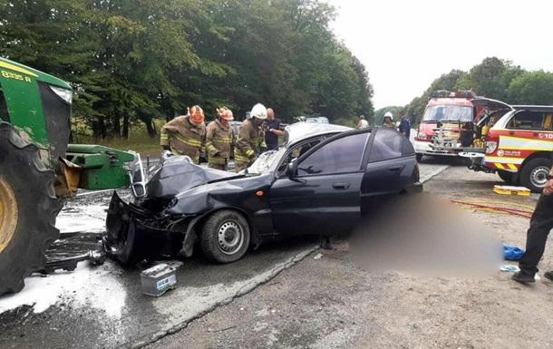 На Прикарпатье три человека погибли в ДТП с трактором