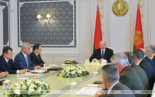 Лукашенко привел в боеготовность армию на границе с ЕС