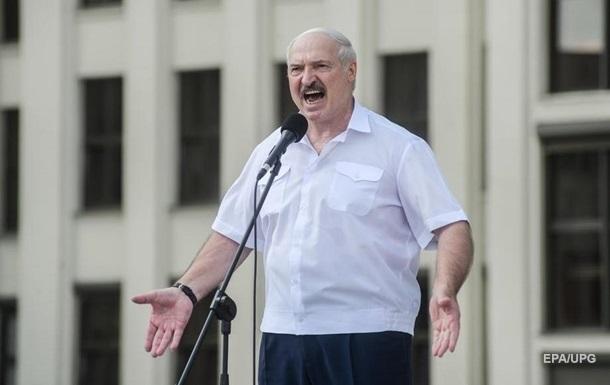 Лукашенко: Уже в Гродні вивішують польські прапори