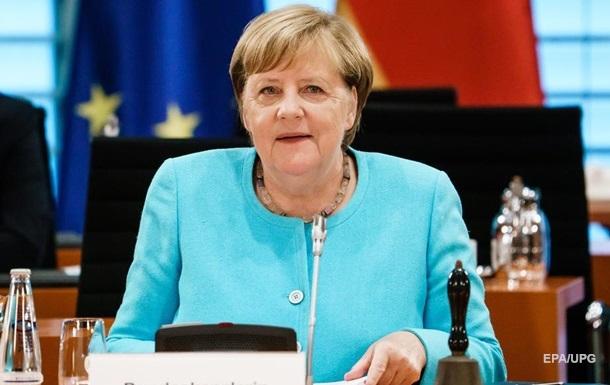 Лукашенко відмовився говорити з Меркель