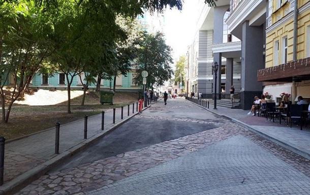 В Киеве Десятинный переулок стал пешеходным