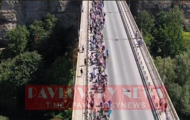 Начался всеукраинский крестный ход в Почаевскую лавру