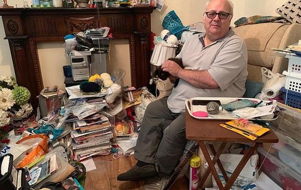 Чоловік 18 років не викидає з дому сміття