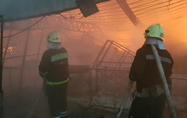 Під Харковом пожежа знищила склад гумових виробів
