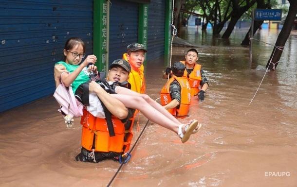 У Китаї потужна повінь. Фоторепортаж
