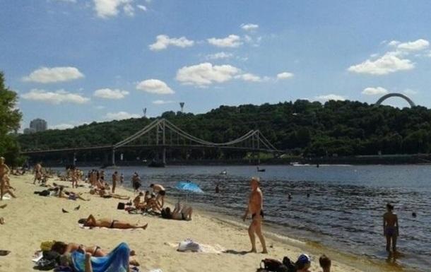 Через аномальну спеку 10 пляжів Києва закрили для відпочивальників