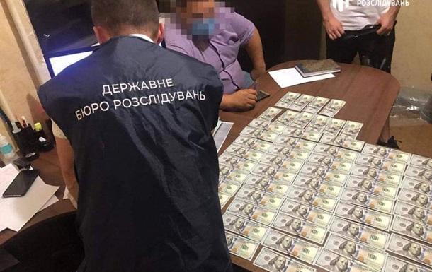 На Киевщине полицейские погорели на взятке $7000