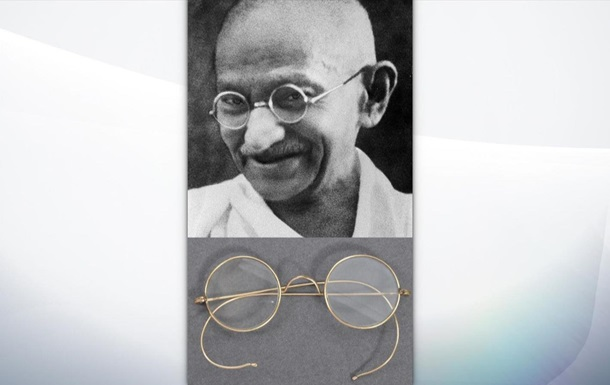 Окуляри Махатми Ганді продали на аукціоні за $340 тисяч