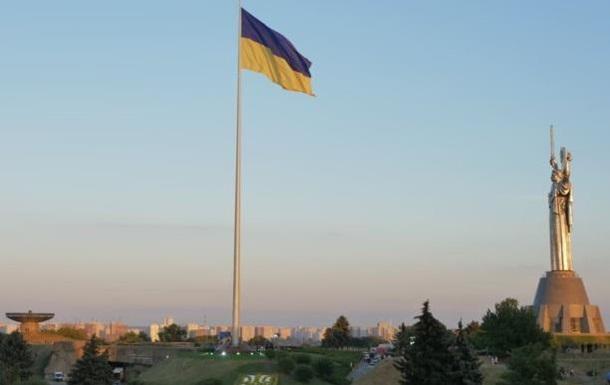 В столице Украины подняли самый большой флаг