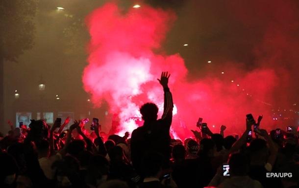 Полиция в Париже применила слезоточивый газ против фанатов ПСЖ