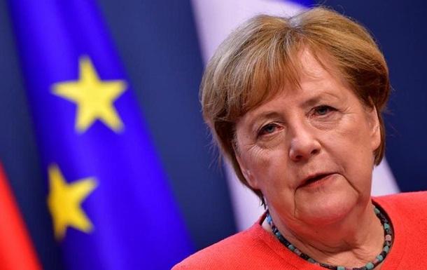 Меркель закликала Росію розслідувати отруєння Навального