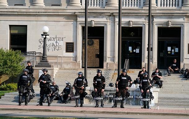 В США новые погромы из-за стрельбы полицейских в темнокожего