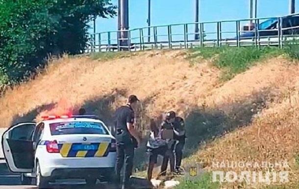 В Полтаве африканец угнал автомобиль с детьми