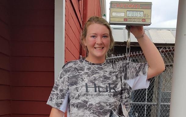 В США 17-летняя девушка поймала рекордную рыбу