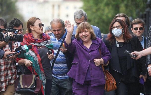 Алексиевич отказалась давать показания СК Беларуси