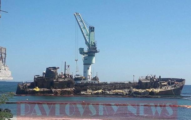 На подъем танкера Delfi отвели еще две недели