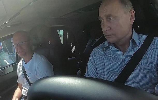 Путин проехал за рулем по трассе Таврида в Крыму