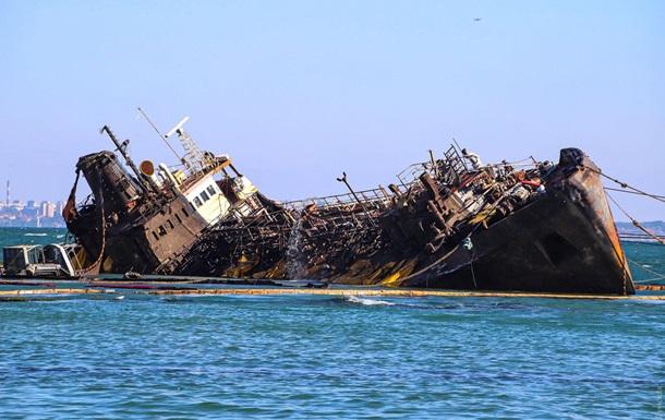 В борту танкера Delfi знайшли величезну пробоїну