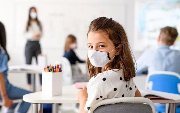 Степанов рассказал, сколько масок понадобится ученикам в день