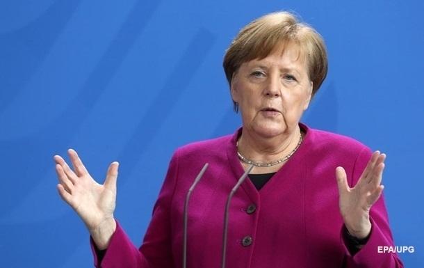 Меркель сподівається, що Путін не відправить війська в Білорусь