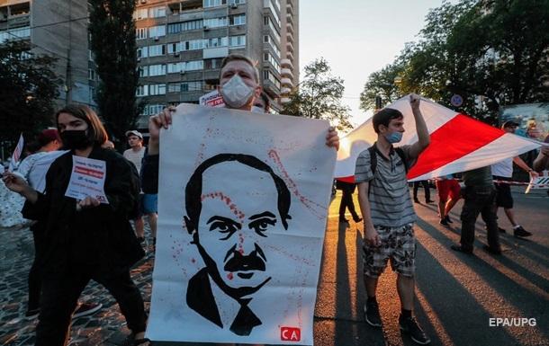 Знову пакують. Лукашенко пригнічує протести
