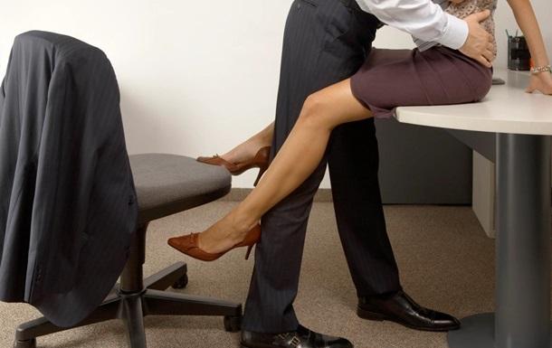 Чиновник занялся сексом с секретаршей в прямом эфире