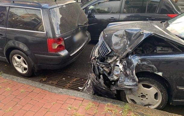 В Киеве водитель разбил пять авто убегая от копов