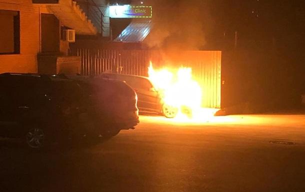 У поліції розповіли про підпал машини Лероса