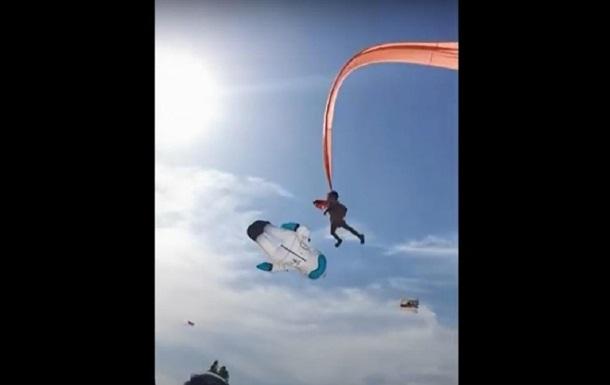 Воздушный змей унес трехлетнего ребенка в небо