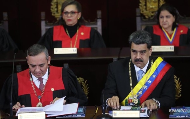 Президент Венесуэлы помиловал более ста оппозиционеров