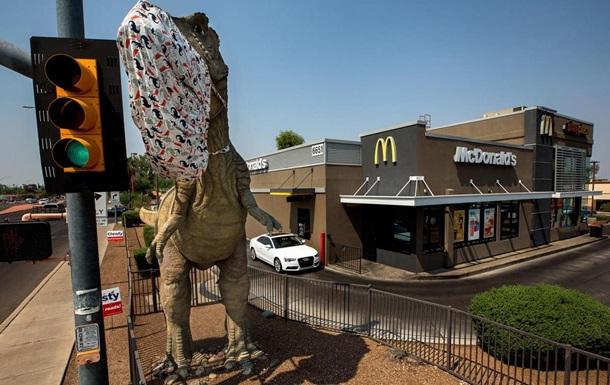 В США христиане требуют снести статую динозавра