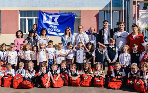 День знаний на Донбассе: первые уроки, торжества и подарки от хоккеистов