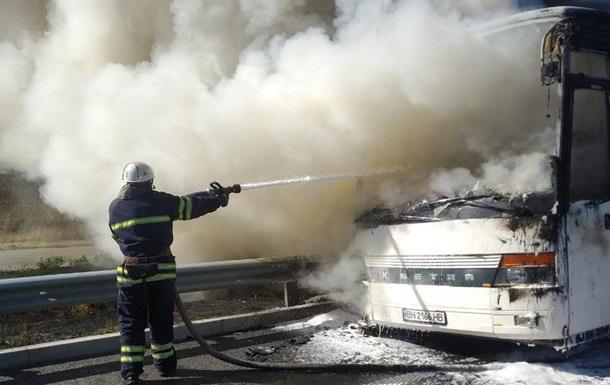 На трасі Київ - Одеса згорів пасажирський автобус