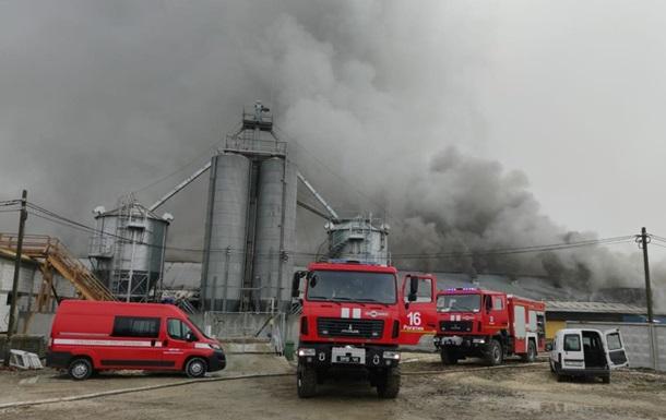 В Івано-Франківській області масштабна пожежа на свинокомплексі