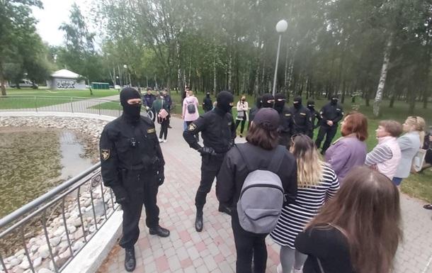 В Беларуси ОМОН пытался разогнать гуляющих в парке