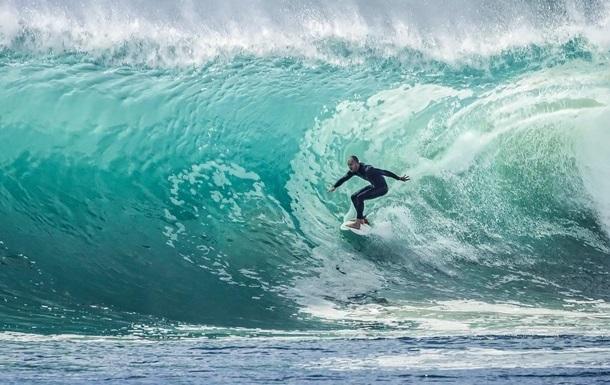 Потопаючий серфер вижив завдяки  дивному рішенню