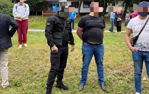 У Тернополі двоє чиновників Фіскальної служби погоріли на хабарі