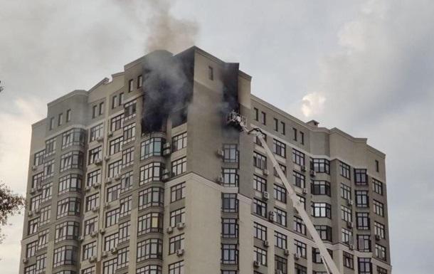 Пожежу в столичній висотці загасили, є загиблий
