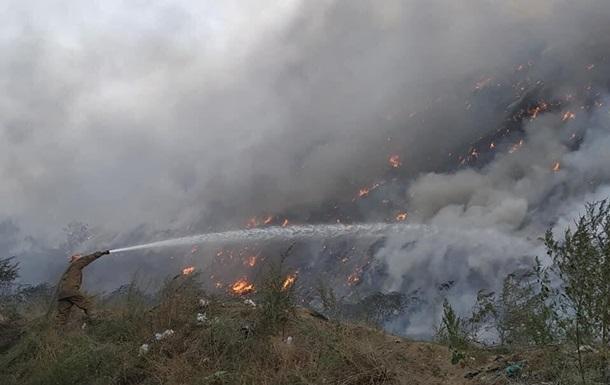 Под Полтавой вспыхнул масштабный пожар на свалке