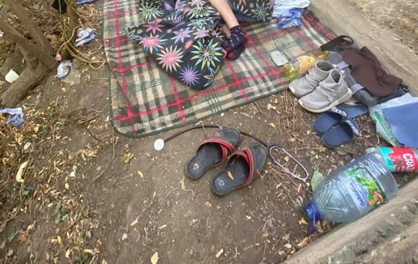 В Одесі сім я з дитиною жила в парку