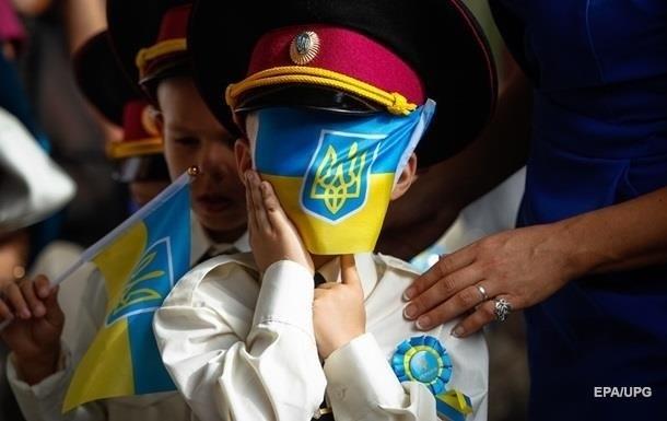 Рейтинг доверия украинцев возглавили армия, церковь и волонтеры